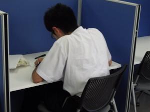 学習室で勉強